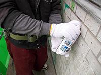 注入口付アンカーピンニングエポキシ樹脂タイル固定工法 注入口清掃